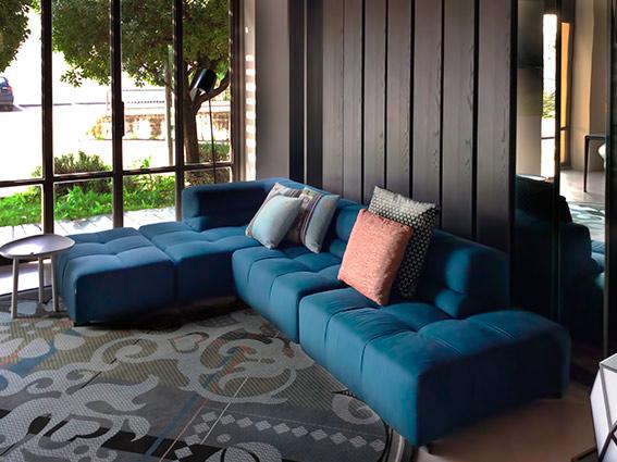 B b tufty time divano sofa prezzo scontato design p urquiola for Design scontato