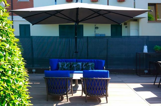 Outlet divani sofa b b e maxalto for Divani outdoor outlet