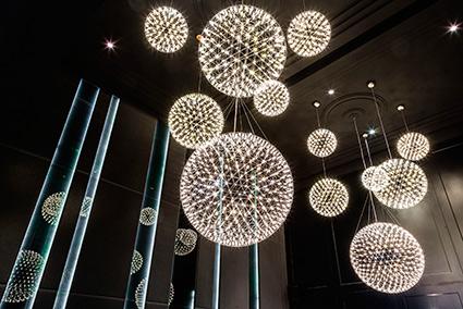 RAIMOND MOOOI IL LAMPADARIO A LED DAL DESIGN STELLARE