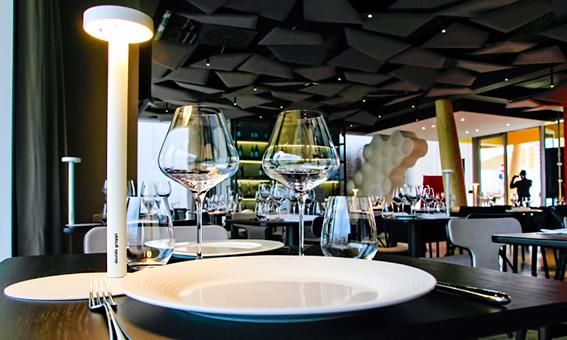 Davide groppi lampada da tavolo tetatet arredamento e design for Lampada ristorante